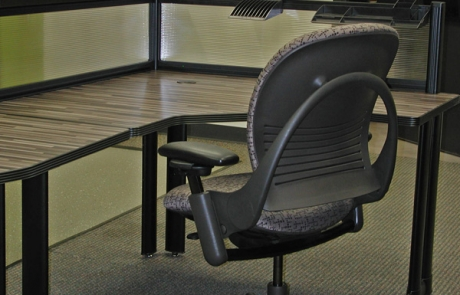 Aeron Chair w/Desk