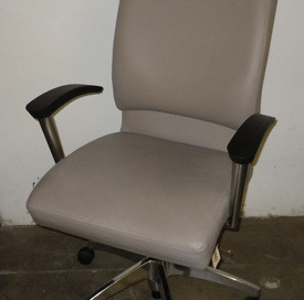 Pre-Owned OFS CS2 Office Chair