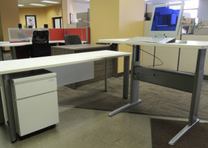 """AS IS Teknion Height Adjustable Table """"L"""" Desk Unit"""